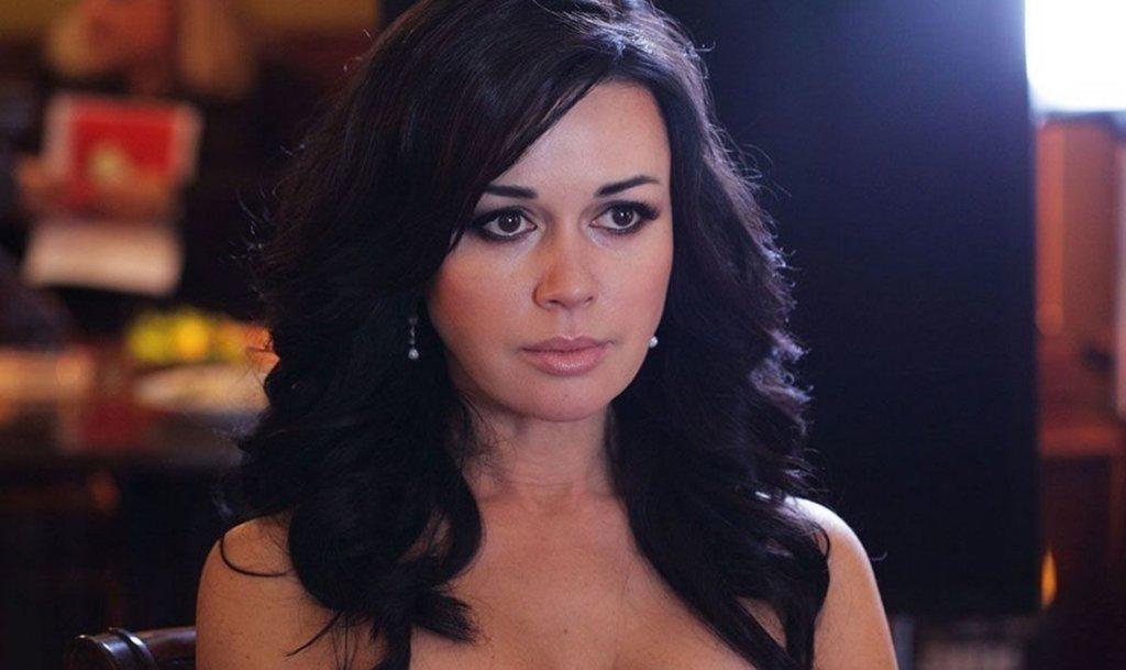 Заворотнюк уехала из России: последние новости о больной раком актрисе