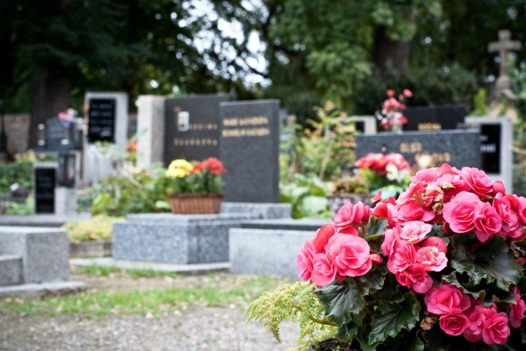 Радоница-2021: когда можно идти на кладбище
