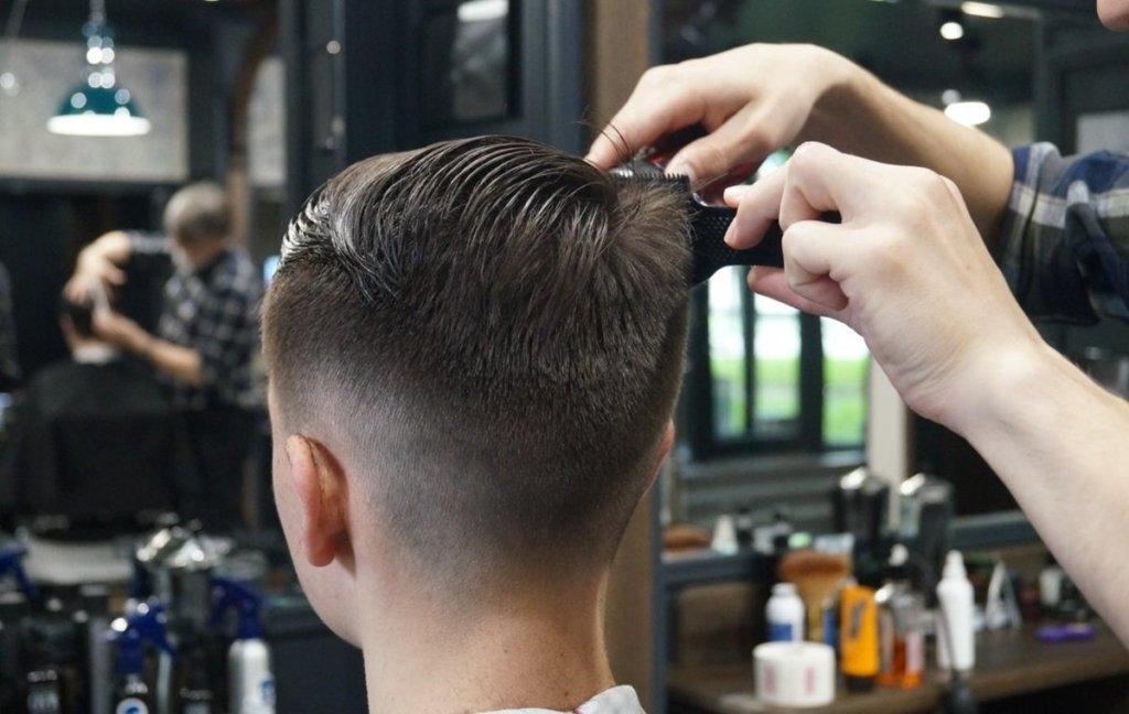 Открывают парикмахерские, кафе и рестораны: еще один украинский город снимает карантин