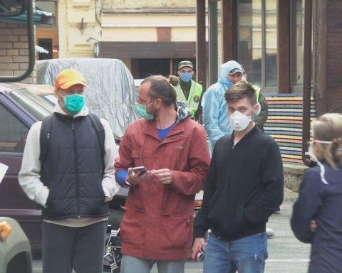 60 українців, які повернулися з Балі, втекли з обсервації у центрі Києва