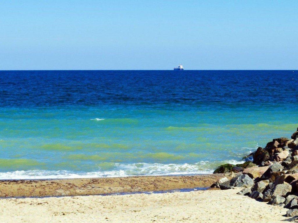 Изменения климата: мощный шторм и гигантские волны уничтожили пляжи в Одессе