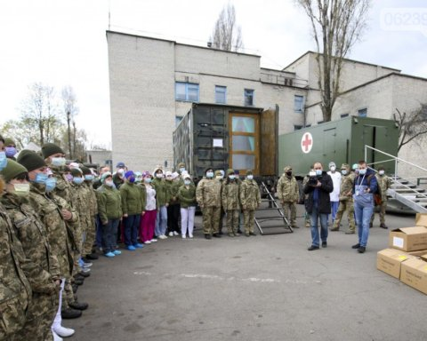 Зеленський відвідав польовий госпіталь для хворих на коронавірус