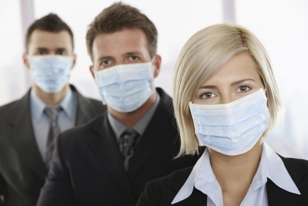Будемо носити маски все життя: ВООЗ звернулася до світу