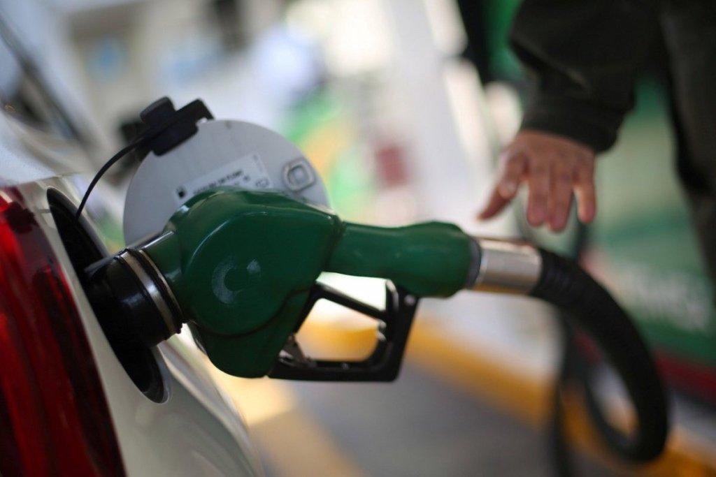 Підігнали ціни під розрахунки Мінекономіки: в Україні різко подорожчав бензин