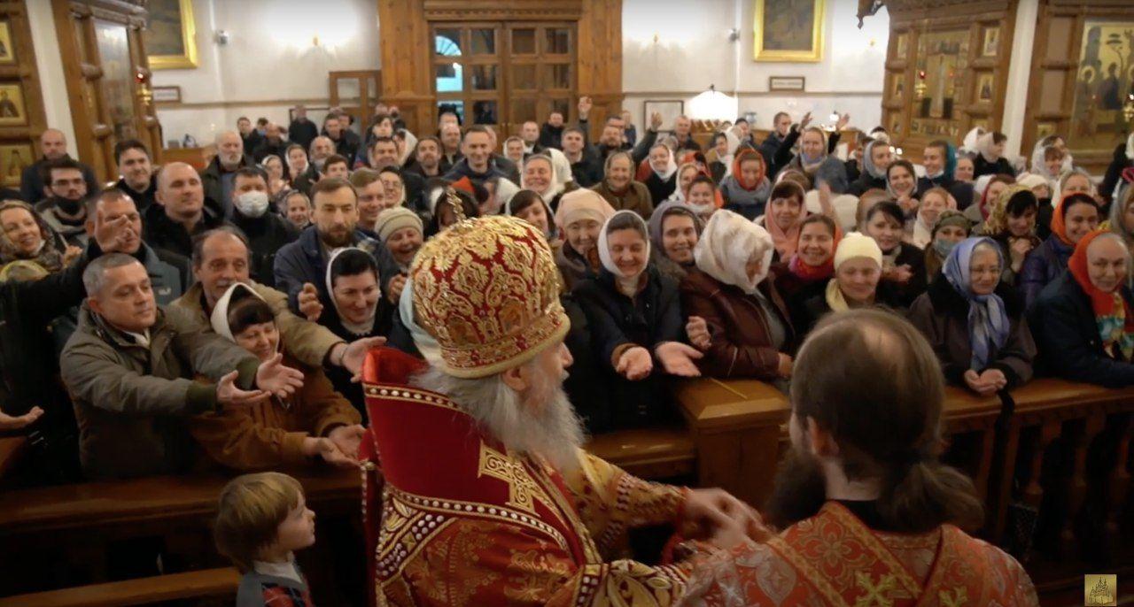 В Святогірській лаврі на Великдень зібрався натовп вірян – без масок і дистанції