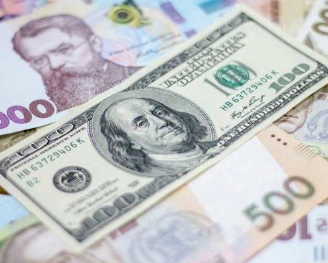 Иностранцы начали выводить валюту из Украины: что происходит с курсом валют
