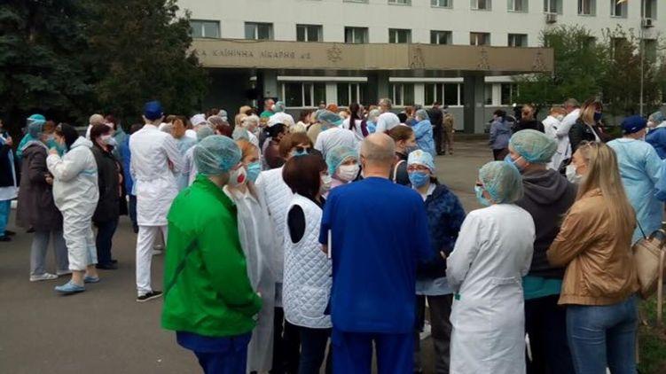 Медики в Киеве устроили громкий протест из-за отсутствия доплат