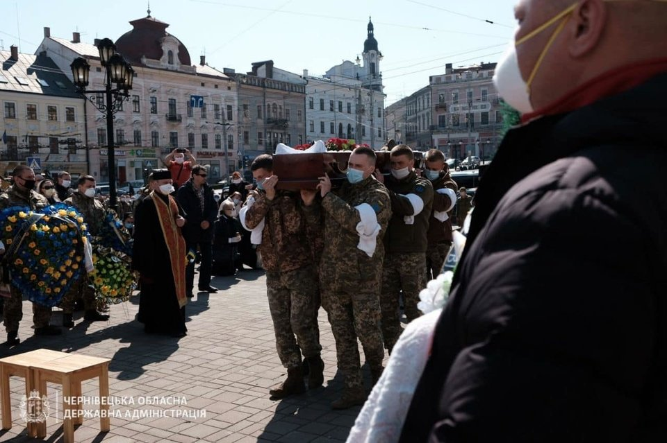 У Чернівцях попрощалися із загиблим на Донбасі молодим воїном