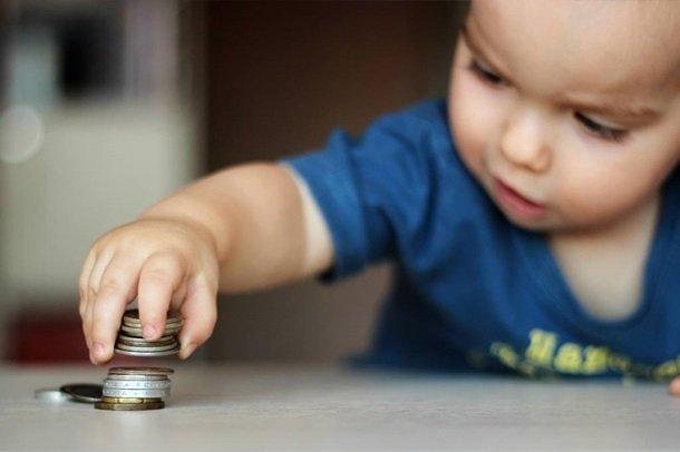В Украине хотят запустить детские выплаты на время карантина: кто их получит