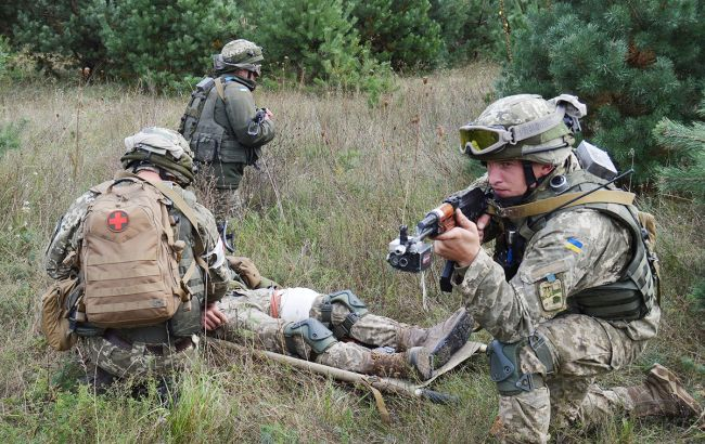 """Бойовики сім разів порушили """"тишу"""" на Донбасі, поранені військові"""