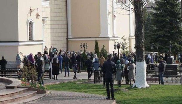 Наиболее зараженная COVID-19 область Украины массово отмечает Вербное воскресенье