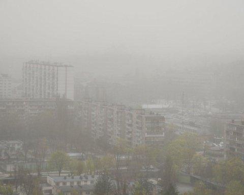 Пыльная буря в Киеве: что непогода натворила в столице