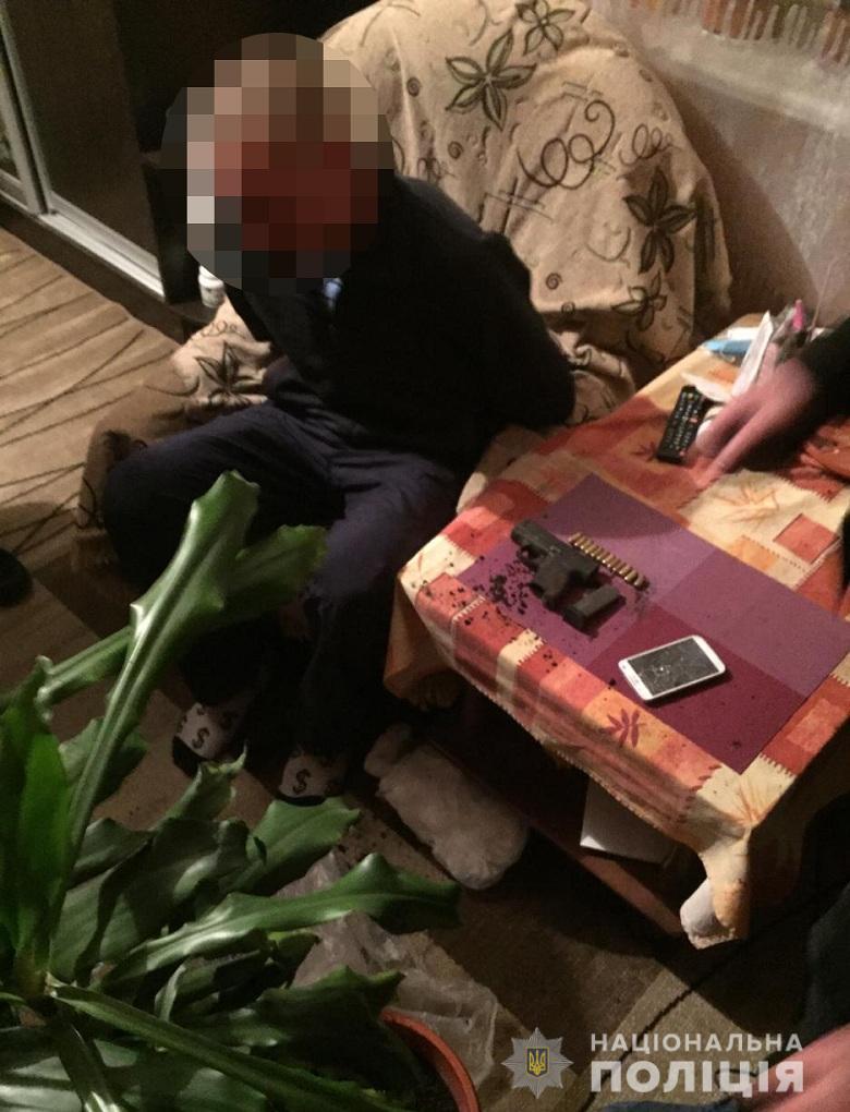 В Киеве неизвестный расстреливал прохожих: детали и фото ЧП