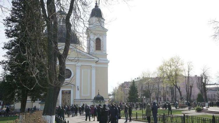 Карантин не завадив: в УПЦ прокоментували прихід віруючих в собор на Вербну неділю