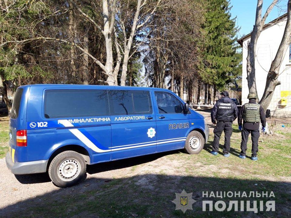 Под Киевом мужчина устроил стрельбу, а затем подорвал себя гранатой
