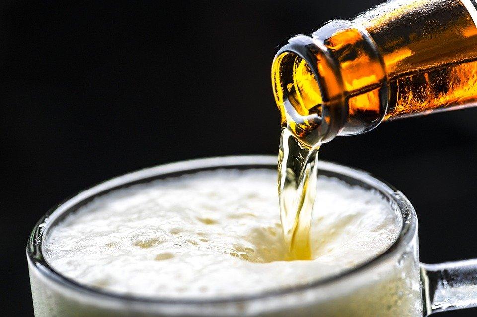 Як алкоголь впливає на коронавірус: вчені повідомили про небезпечні наслідки