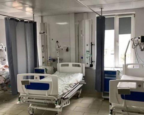В яких областях більше немає місць у лікарнях через спалах COVID-19