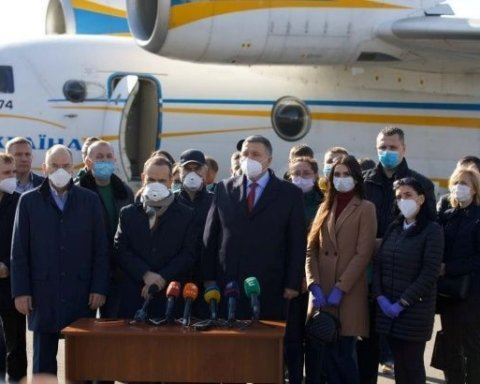 Украинских медиков оставили в Италии бороться с коронавирусом