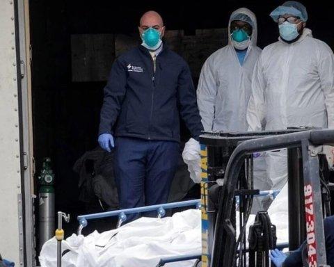 Подозревают коронавирус: в Нью-Йорке нашли грузовики с десятками тел