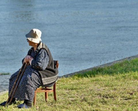 Пенсію в Україні для чоловіків і жінок хочуть зрівняти: озвучено спосіб