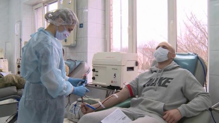 Клиническое испытание: во Франции больным Covid-19 перельют плазму крови выздоровевших пациентов