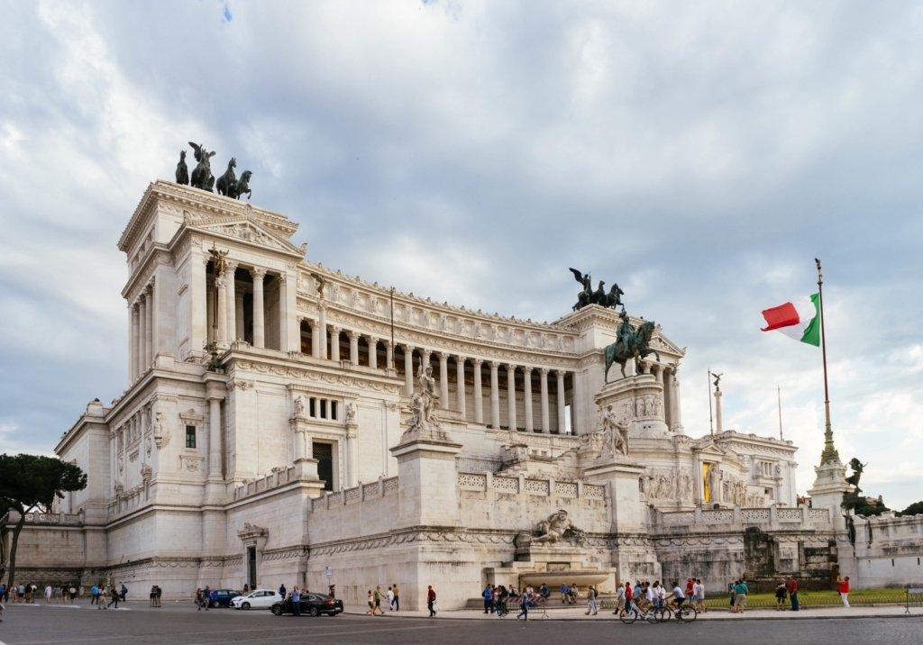 Италия частично снимает ограничения: что разрешат