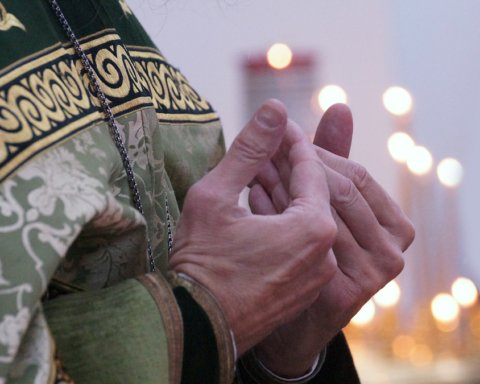 Проводил службу на кладбище: в Ровенской области оштрафовали священника за нарушение карантина