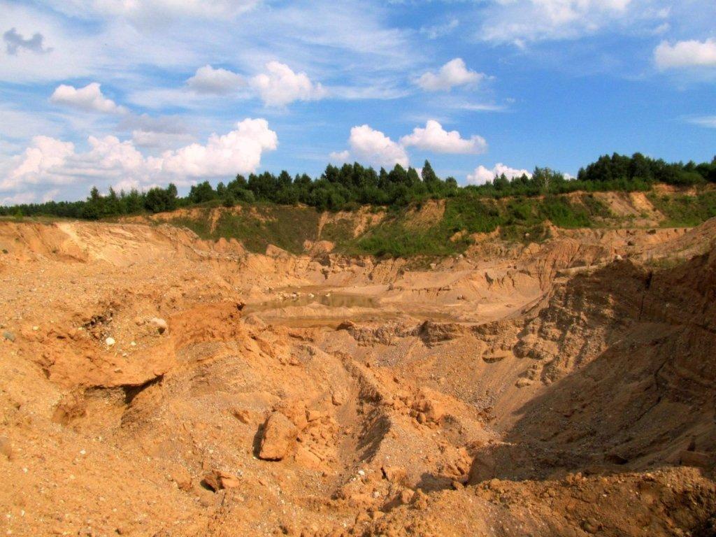 На Харківщині трьох дітей засипало піском, дівчинка загинула: моторошні подробиці