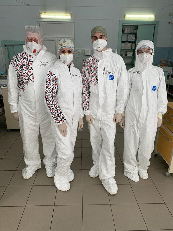 Украинские медики в вышиванках вызвали восторг в соцсетях