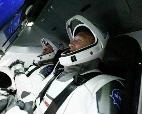 Готуються до стикування з МКС: астронавти Crew Dragon вийшли на зв'язок