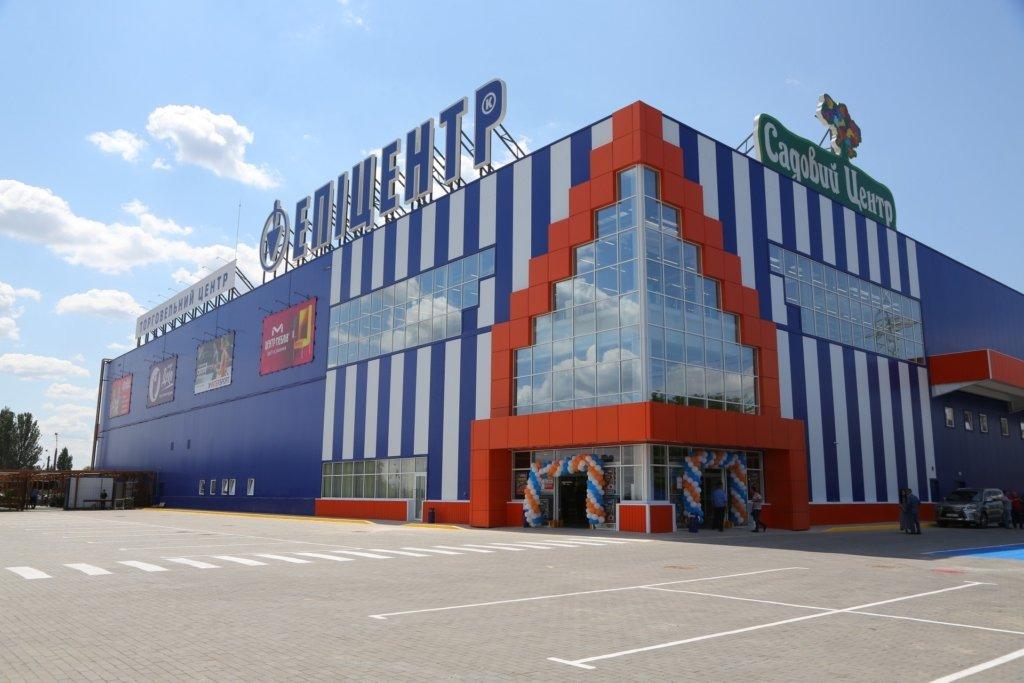 """Локдаун в Україні: """"Епіцентр"""" не закрився і торгує товарами на вулиці"""