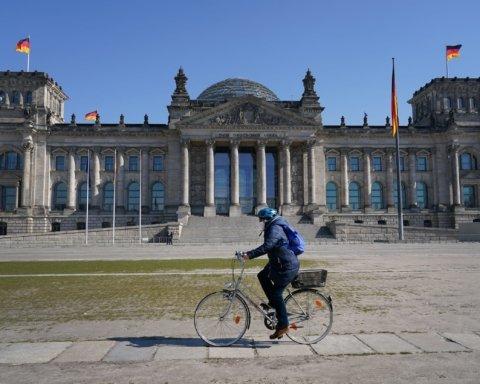 Відкрили церкви та школи: у Німеччині почалося ослаблення карантину