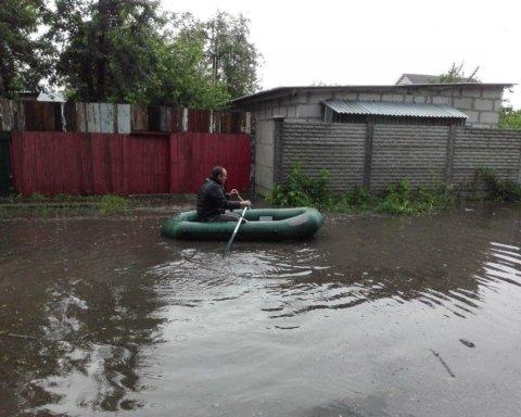 Украина превратилась в «реку» после аномального дождя: кадры непогоды