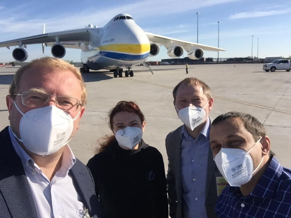 Самолет «Мрия» доставил медицинский груз в Монреаль