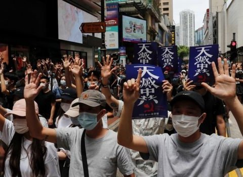 У Гонконзі масові протести проти Китаю: тисячі людей вийшли на вулиці