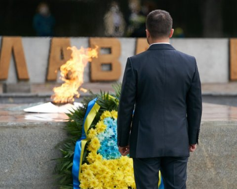 »Кланяемся перед нашими мужественными парнями и девушками»: Зеленский с Донбасса обратился к украинцам