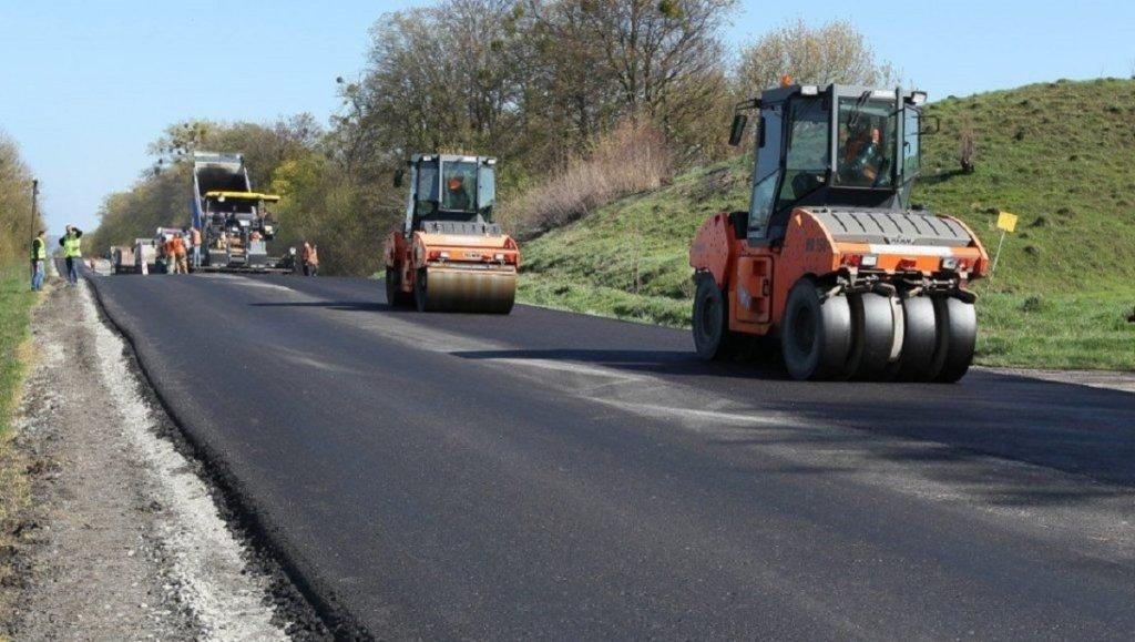 Влада України хоче витратити на ремонт доріг 10% Держбюджету