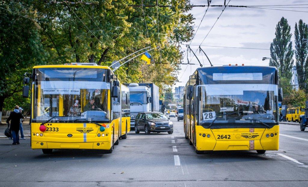 У Києві посилюють карантин: проїзд у транспорті дозволять лише з перепустками