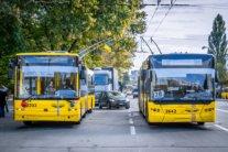 Транспорт запустять не у всіх областях України: кому доведеться ходити на роботу пішки