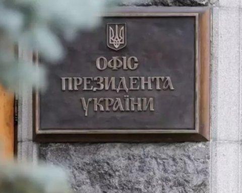 Девушка обнажилась под окнами президента в Киеве