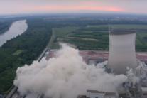 В Германии взорвали 150 метровые башни-градирни закрытой АЭС: видео взрыва