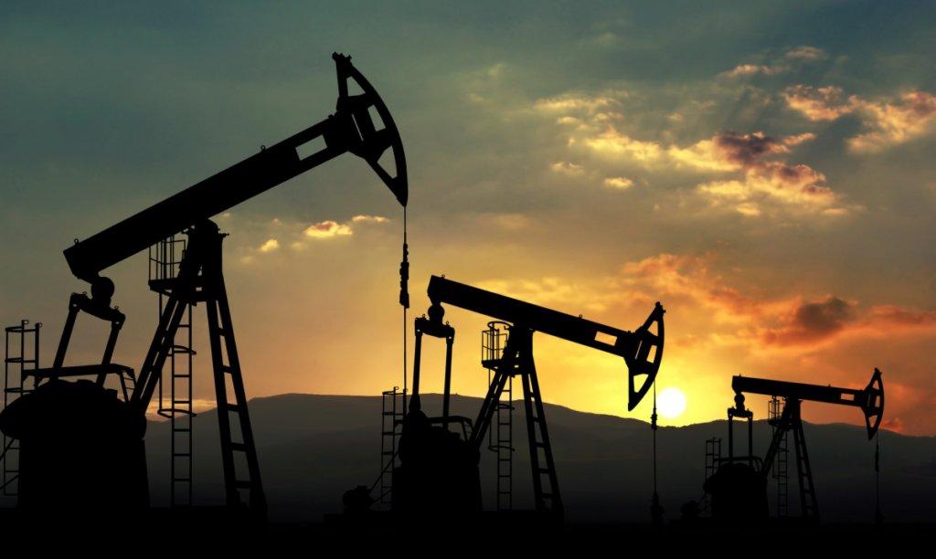 Світові ціни на нафту рекордно обвалилися