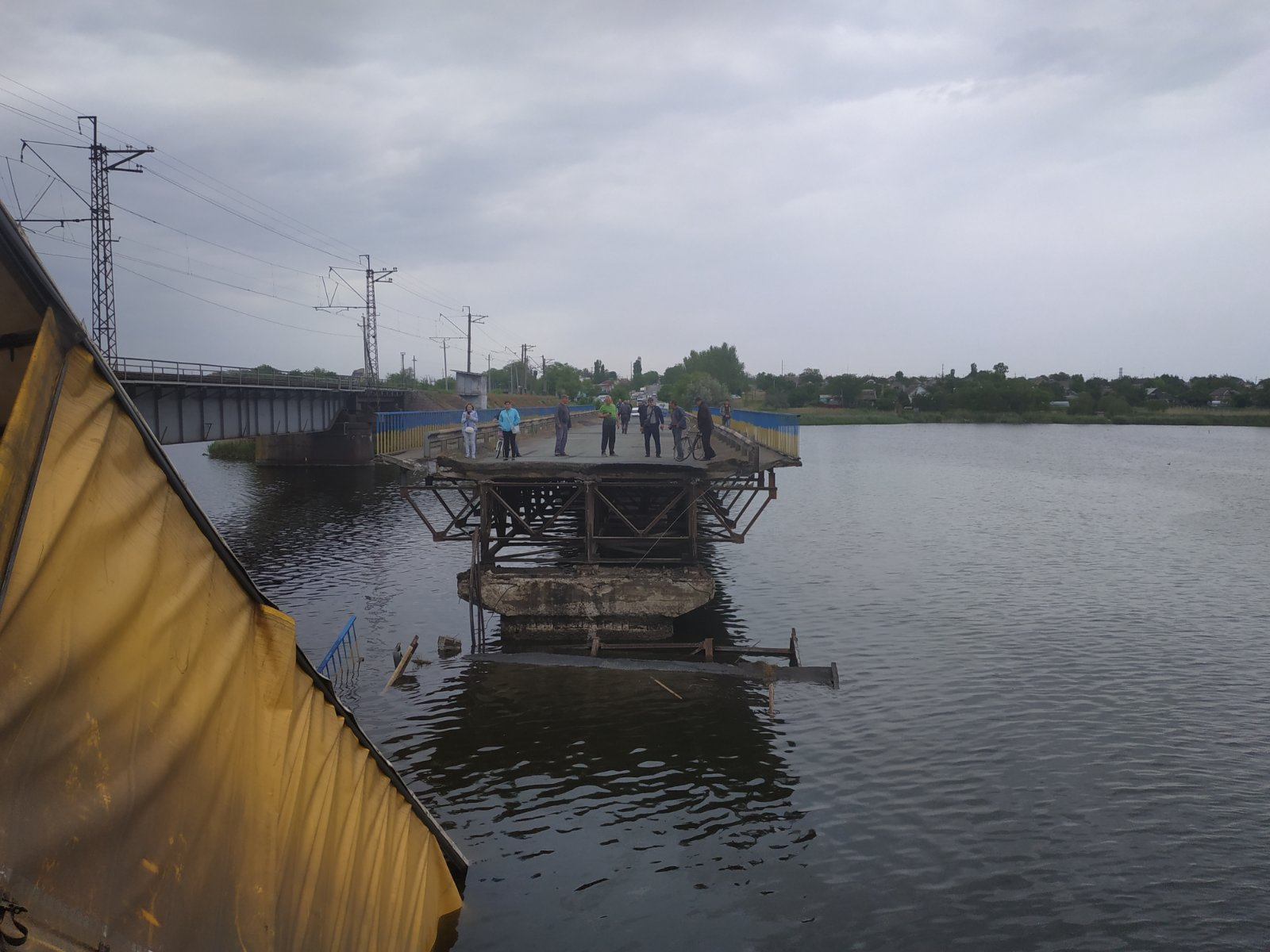Під Нікополем обвалився 120-метровий міст: всі подробиці і фото з місця НП