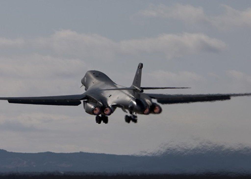 Над Украиной пролетели бомбардировщики США, которые «перехватила» РФ