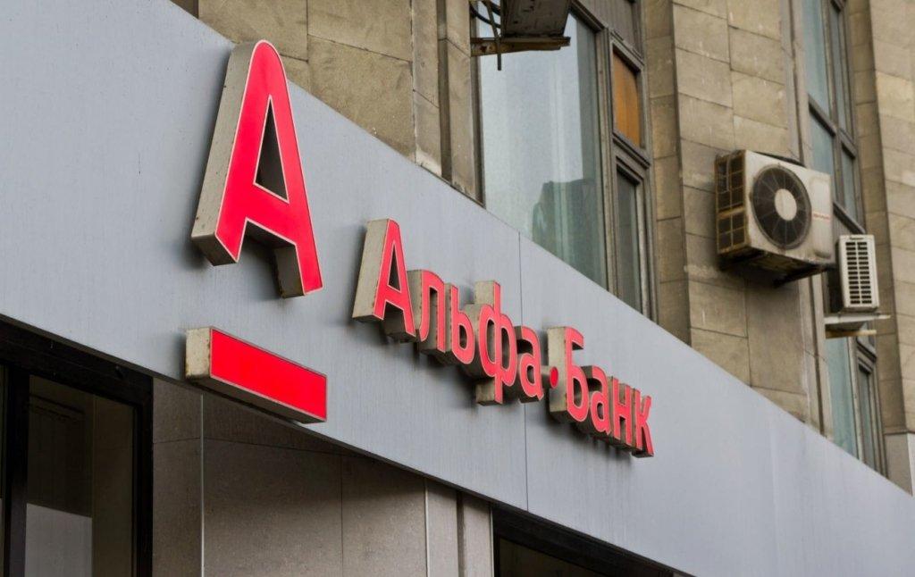 В центре Москвы мужчина захватил заложников в отделении банка: первые подробности