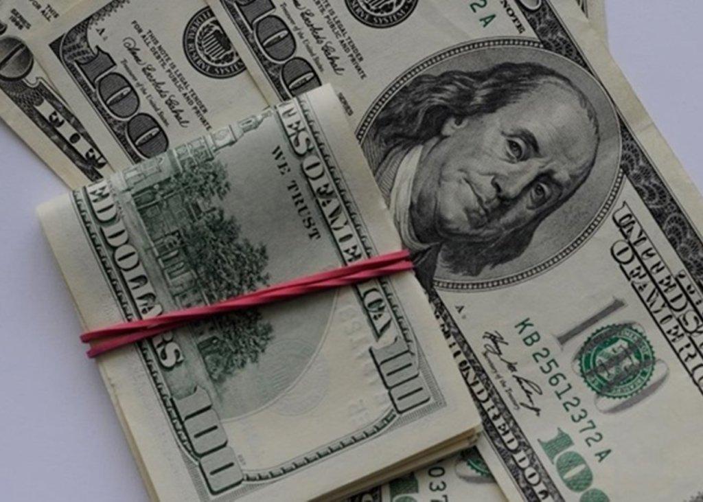 """""""Зелений"""" завмер в очікуванні нового тижня: курс долара на 24 травня"""