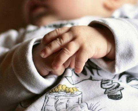 Примотала до обличчя подушку: з'явилися шокуючі деталі загибелі дитини в садочку Запоріжжя
