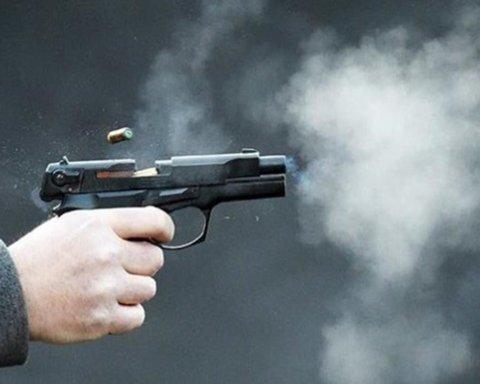 В Киеве мужчина открыл стрельбу после замечания о маске
