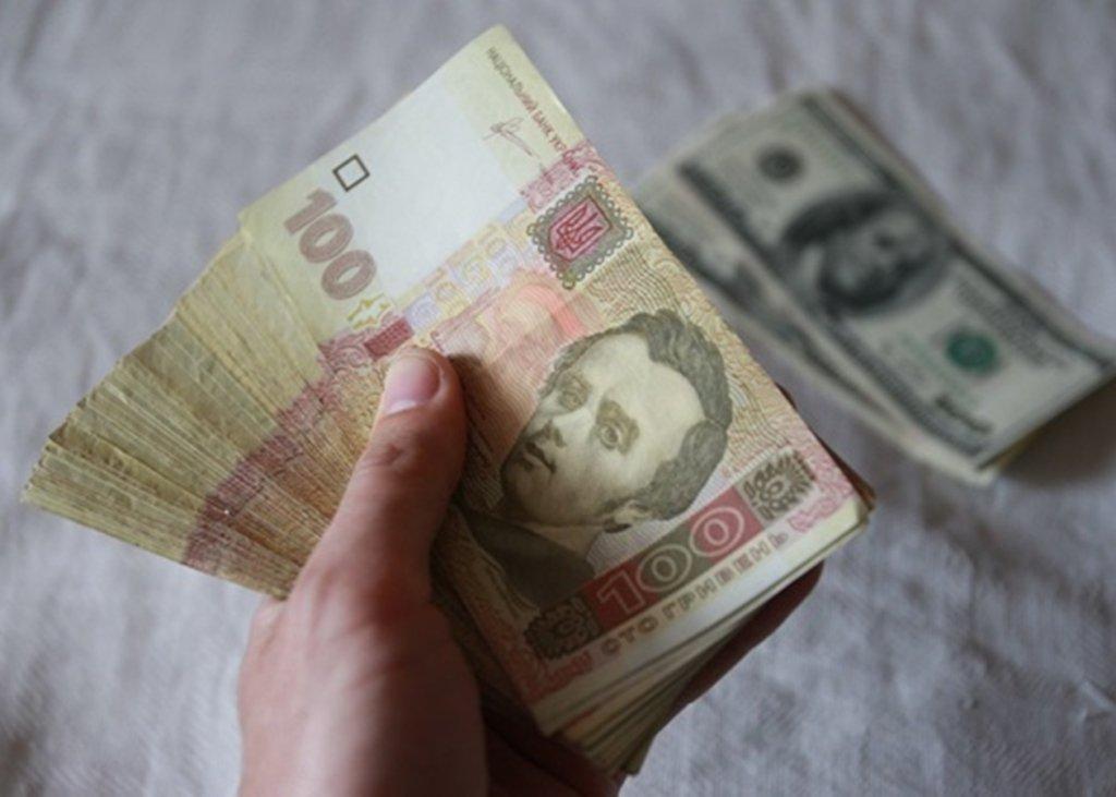Доллар может рекордно обвалиться: эксперт сделал прогноз