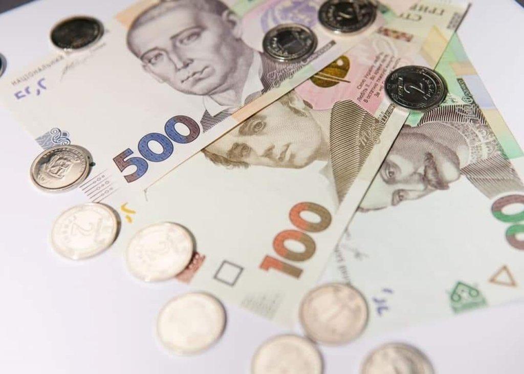 Украинцев обязали заполнить декларации и уплатить налоги до конца мая: кто и сколько отдаст
